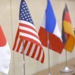 英米仏と日本の旗